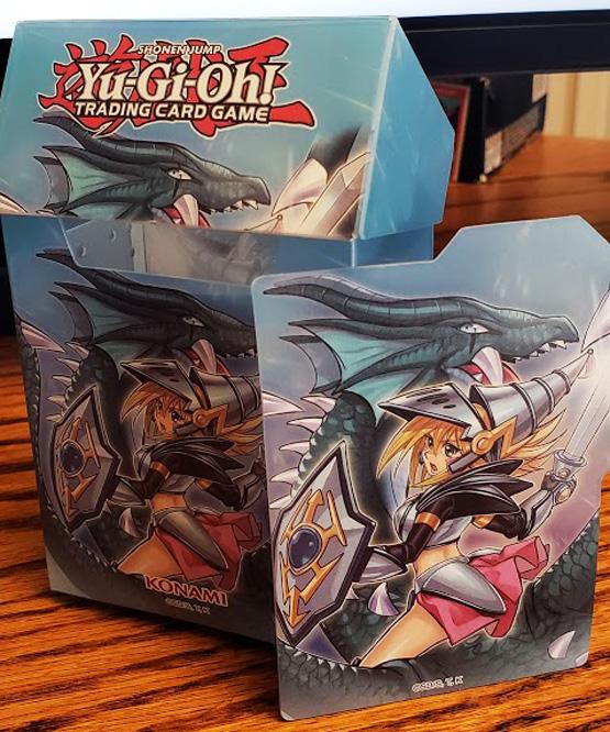Dark Magician Girl the Dragon Knight Card Case!
